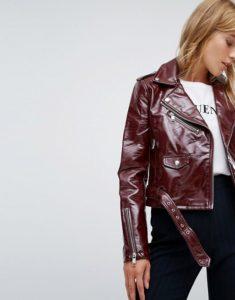 giacca di pelle rossa bershka